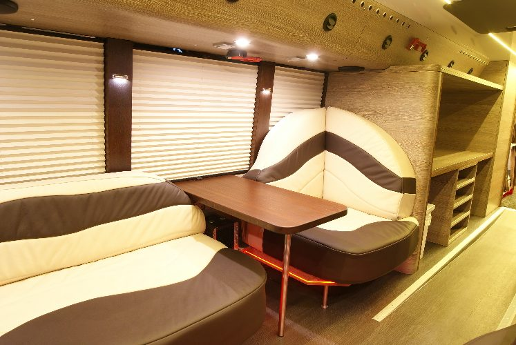 salon arrière tourbus Absolute Touring France